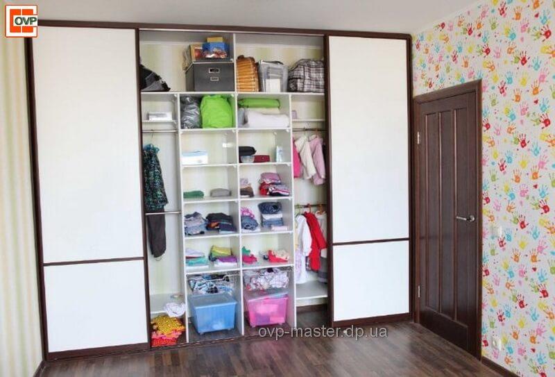 Узкий шкаф купе, преимущества и недостатки, правила выбора.